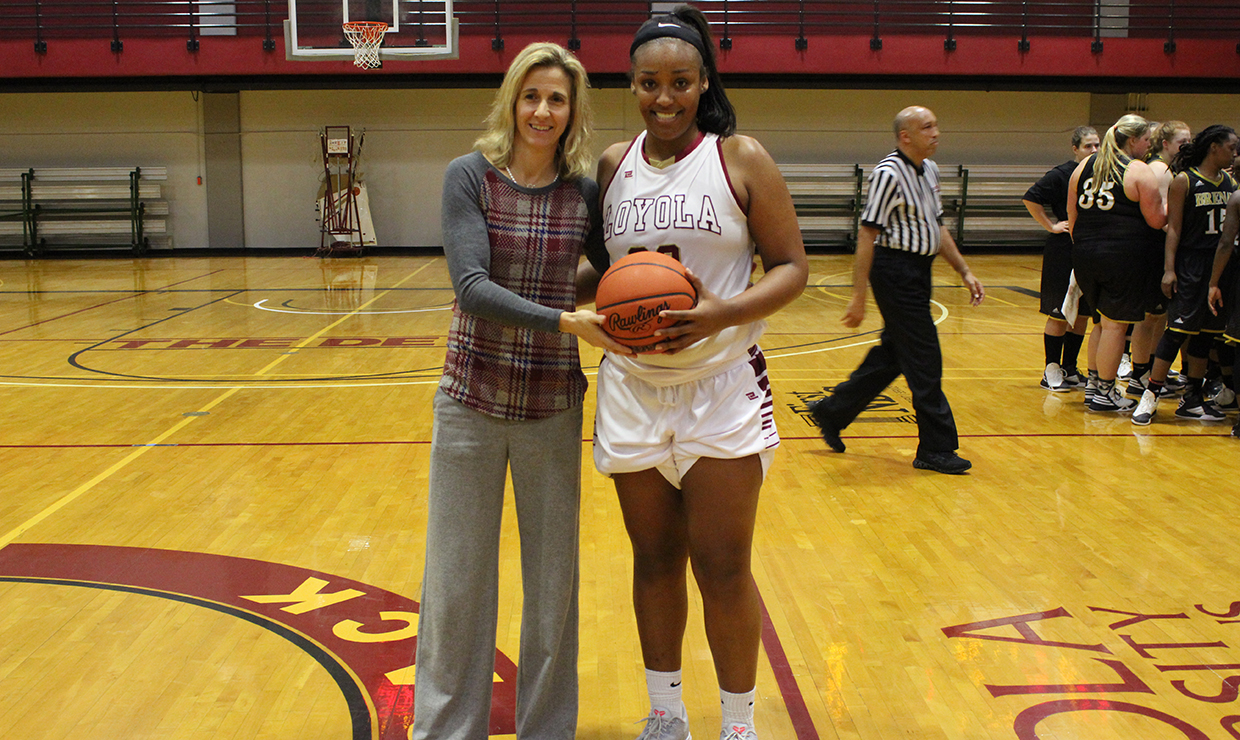 Loyola University New Orleans Temple Scores 1000th Point As No 22